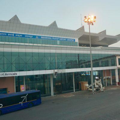 Am Flughafen von Udaipur